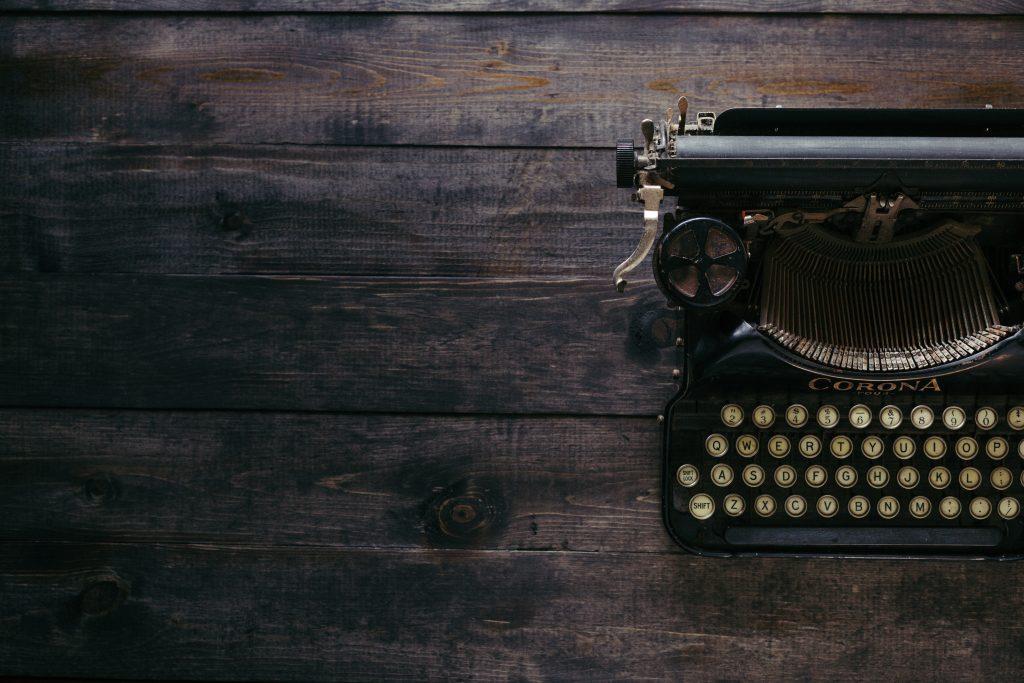 Kuvituskuva kirjoituskoneesta.